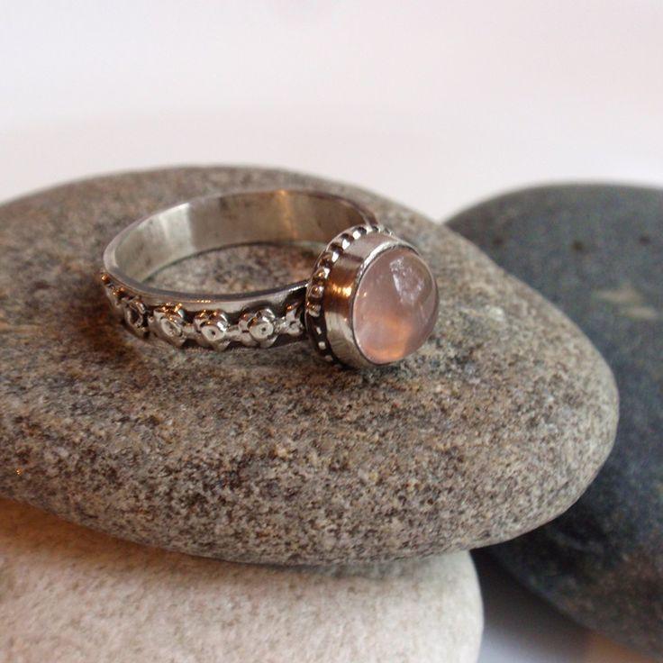 """Кольцо """"Рози"""". Розовый кварц, серебро - бледно-розовый, кольцо с розовым кварцем"""