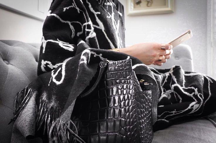 Out and About Hand felted shawl. Silk, wool & handspun yarn by @dana_valeins #fashion #style #valeins #handmade #scarf #nunofelt #felt #merino #merinowool #newzealandwool #newzealandfashion #shawl #woolshawl #wool #silk #handspunyarn #blackandwhite #fringes #insta_fashion  #شال #حرير #صوف #صناعة_يدوية #فالينز  #اناقة #ستايل #سكارف_حرير #ازياء