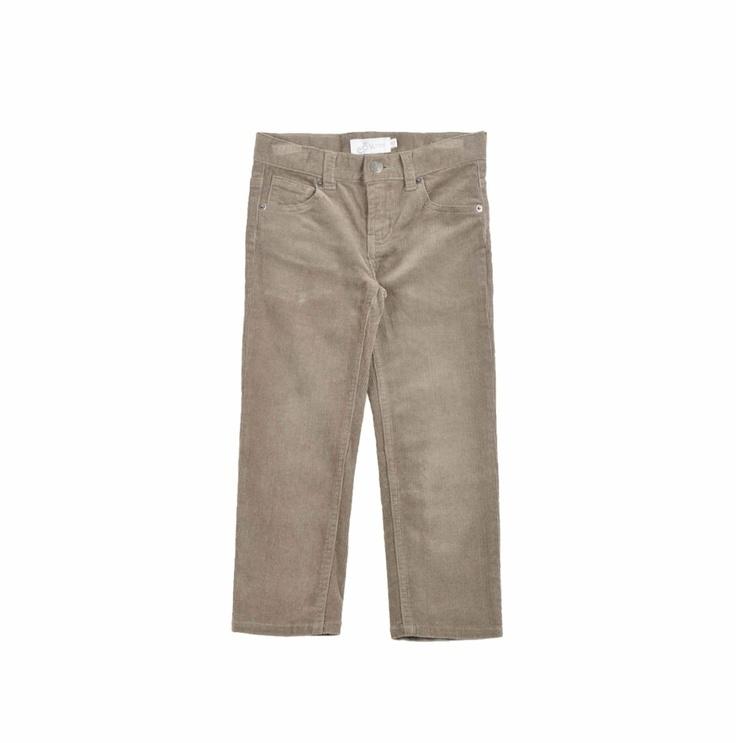 """Pantalón en color verde olivo confeccionado en """"corduroy"""" para niño."""
