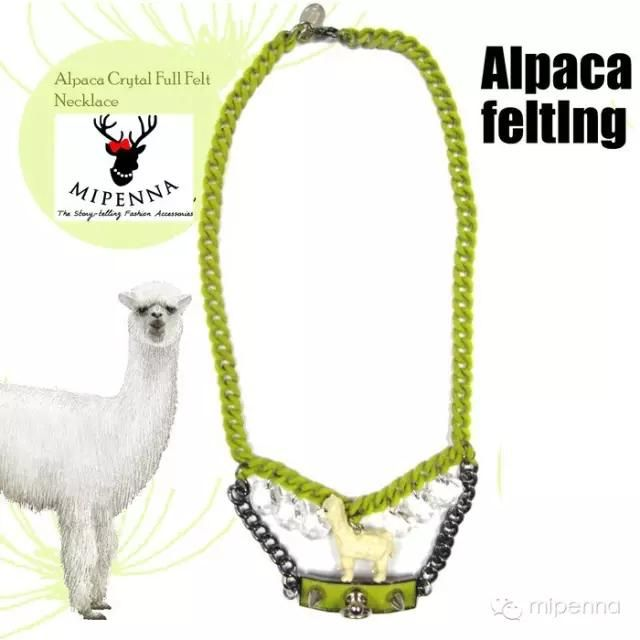 Alpacasso running on a big piece of grass land. Using new techniques to implant the velvet on the chain. The chain looks cute with it, the velvet will not fall down.