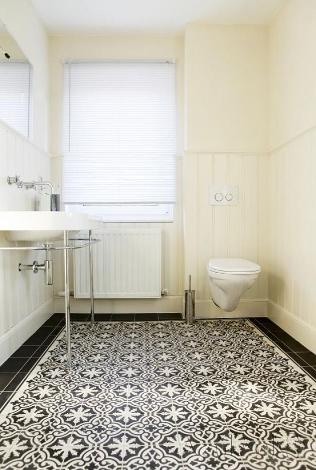 Cementtiles bathroom - Negra 01 + Border en Corner - Egal Negra S800 - Project van Designtegels.nl