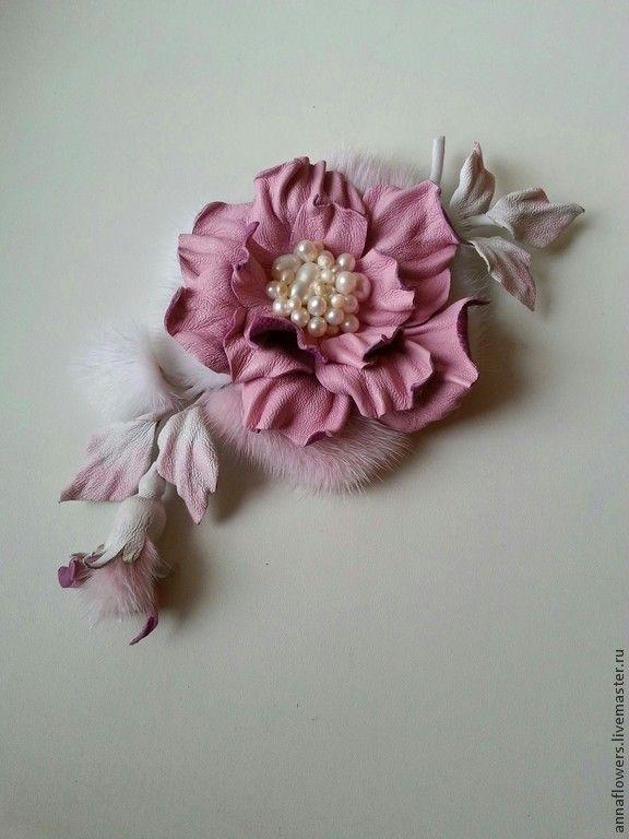 Нежнейший цветок из кожи и меха норки с речным жемчугом. Handmade.
