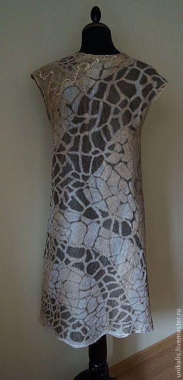 Купить или заказать Валяное платье 'Тайна Африки' в интернет-магазине на Ярмарке Мастеров. Воздушное, невесомое, безшовное платье из шелка и шерсти. Ручная работа - платье выполнено в технологии валяния - нунофелтинг - соединение шерсти и шелка. Много шелка и совсем немного шерсти - очень легкое, дышащее и комфортное. В декоре использован дизайнерский шелк от Кавалли. Цельноваленный подклад - тонированный разреженный маргиланский шелк. Очень комфортное к телу.