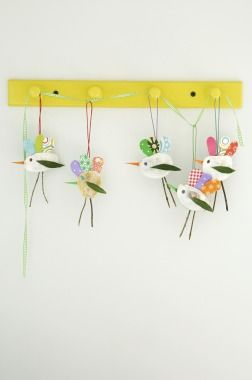 Easy Spring Crafts for Kids:  Twigs, sticks and shells. This would make cute Christmas ornaments!