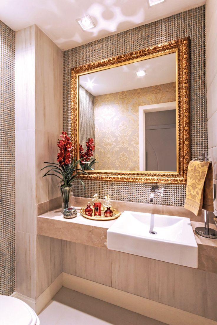 Banheiros com metais e detalhes dourados                                                                                                                                                                                 Mais