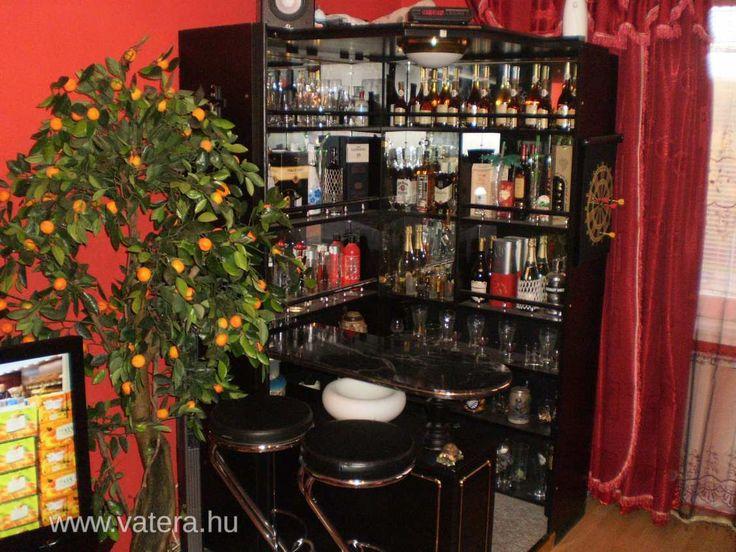 Elado fekete bárszekrény. - 45000 Ft - Nézd meg Te is Vaterán - Bárpult, bárszekrény, zsúrkocsi - http://www.vatera.hu/item/view/?cod=1998722861