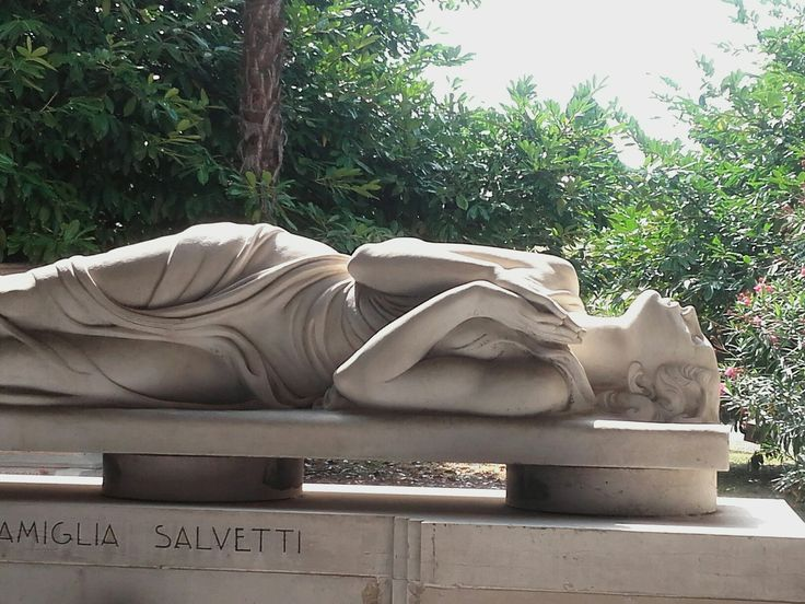Statua di donna Staglieno Genova