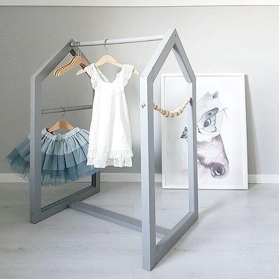 Clothing racks ideas for your children's room #casegoodsforkids #kidsdesign #kidsroom Find more inspirations at www.circu.net