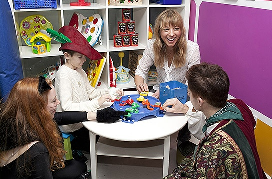 Sara Cox delivers smiles and panto to poorly children at St Mary's Hospital this Christmas