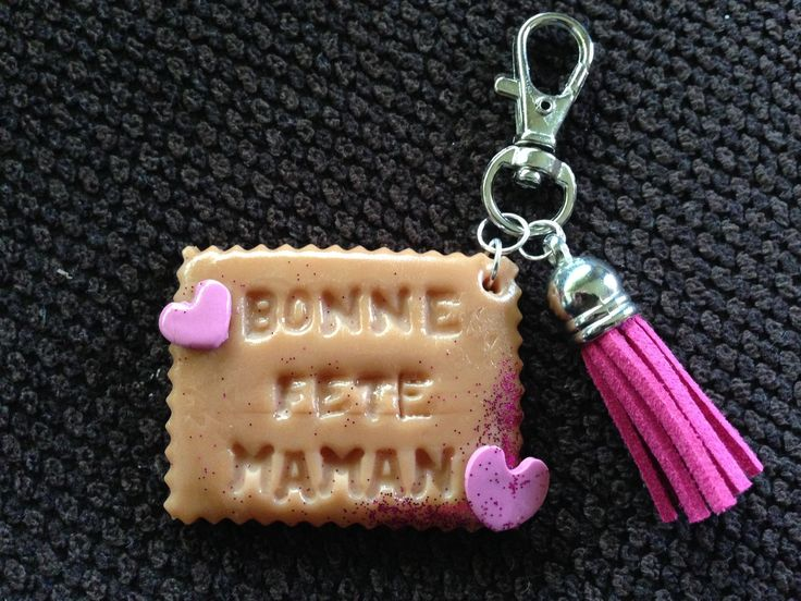 """Porte Clé Biscuit """"BONNE FETE MAMAN"""" en pâte polymère : Porte clés par la-fimo-de-jenny"""