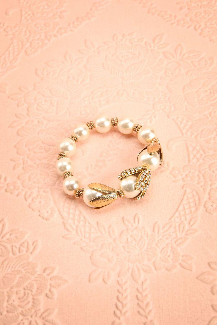 Les pétales d'or s'ouvrirent pour laisser apparaître un joyau ! As the golden petals opened, the gem appeared! Spartium - Pearled golden bracelet www.1861.ca