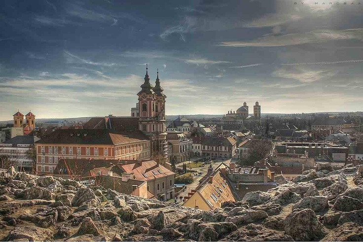 Eger castle. It was built on a hill overlooking the city of Eger. Besides the castle, visit the prison museum, underground bunkers and artillery Fortress Museum of Dobd István, one of the most popular museums in Hungary.