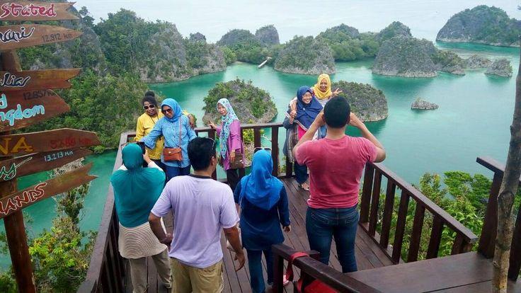 RAJA AMPAT BIZ Private Tour | www.raja-ampat.biz  #rajaampat #touroperator #rajaampatbiz #indonesia #indonesiakaya #wonderfulindonesia#wayag #pianemo #kabui #waisai #waigeo #painemo #viptour #git #fit #privatetour #corporategathering #indonesiabagus #arborek #yenbuba #tourrajaampat #visitindonesia #indonesiatravel #exploreindonesia #paketrajaampat #honeymoon #bulanmadu #papua #papuabarat #sorong