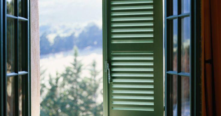 Como colocar guarnição de madeira em uma janela. Para dar os últimos retoques no interior da guarnição da janela, você só precisa de algumas ferramentas -- mas também de um planejamento. Existem vários estilos para escolher; vamos dar uma olhada no mais popular.