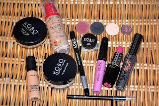 http://makijazzowo.blogspot.com/2013/12/bordowy-makijaz-w-wersji-swiatecznej.html
