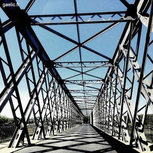 Pont de Castets en Dorthe 2016-08-03 #france #gironde #roadtrip #architecture #bridge #wanderlust #summertime #iphone (à Castets-En-Dorthe Aquitaine France)