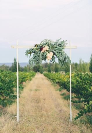 Image 11 - A vineyard escape in Styled Shoots.