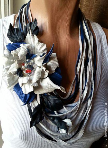 """Колье из кожи """"Морское """" - белый,цветы из кожи,брошь из кожи,кожаный цветок"""