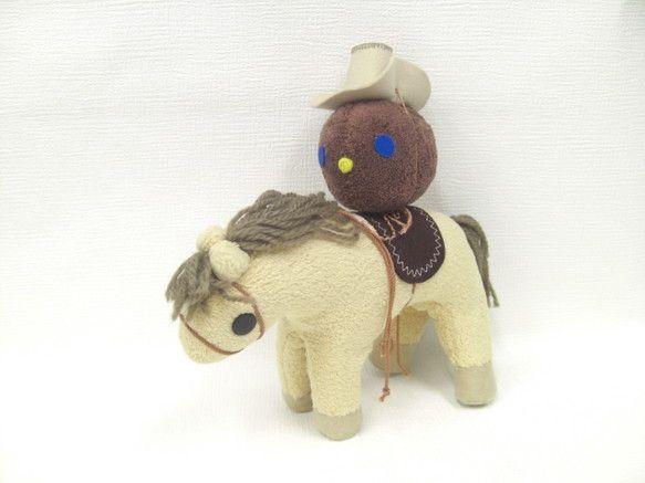 カウボーイハットがお似合いのライドくん。牧場でお仕事しているライドくんの愛馬は「ホース君」。二人でお散歩している時間がとっても楽しいのです。材質 :マイクロボ...|ハンドメイド、手作り、手仕事品の通販・販売・購入ならCreema。