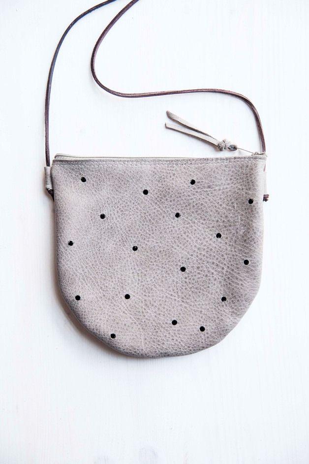 Umhängetasche in grau mit Punkten / grey bag with dots by miau-design via DaWanda.com