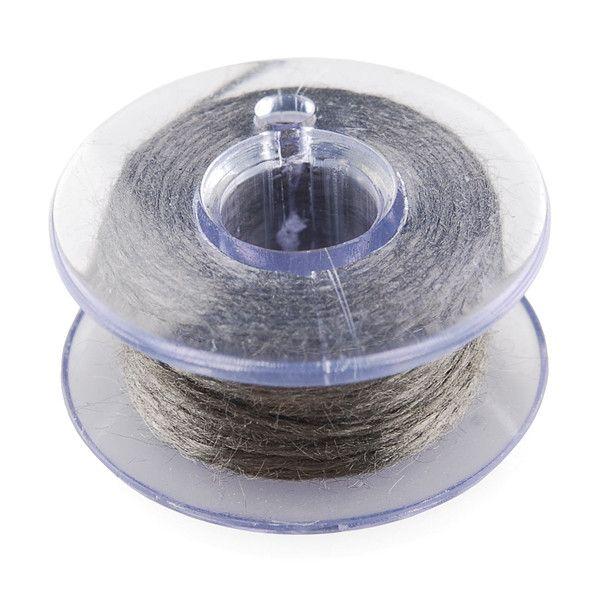 Este es un hilado de hilo de acero inoxidable enrollado en una bobina de plástico. Utilícelo para coser todos sus proyectos textiles. Esta pequeña bobina es per