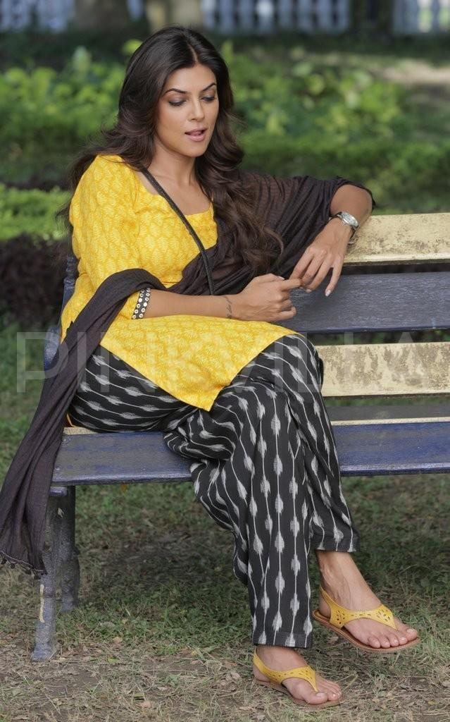 Sushmita Sen in yellow and black cotton salwar suit