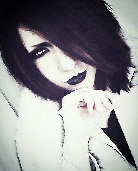 Uruha the guitarist for the Visualk Kei band, The GazettE | Holy shit. O_O <3 *Doki doki* He is so beautiful!