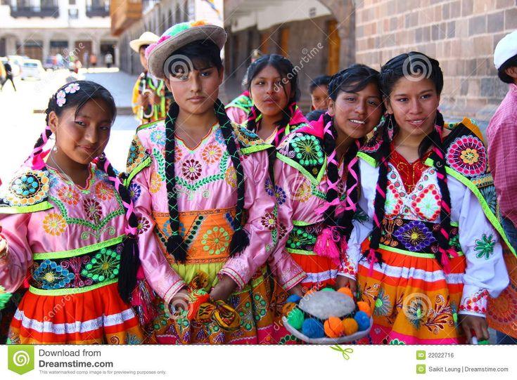 Adolescenti Peruviani In Vestiti Tradizionali Fotografia Editoriale - Immagine: 22022716