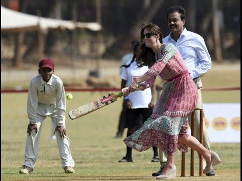 Kate Middleton and Prince William play cricket with Sachin Tendulkar