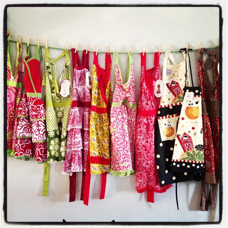 How To Display Old Fashioned Aprons