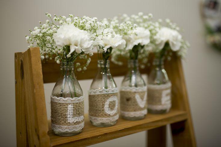 Prepare-se para apaixonar por essenoivado rústico elegantee cheio de amor! Cheio de DIY e nos tons verde + branco + marron.