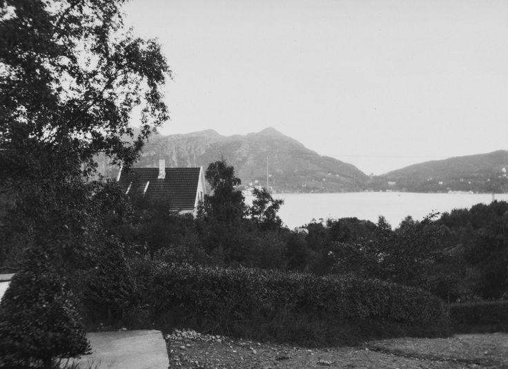 Fra Kleppestø. Utsikt mot Skålevik og Lyderhorn