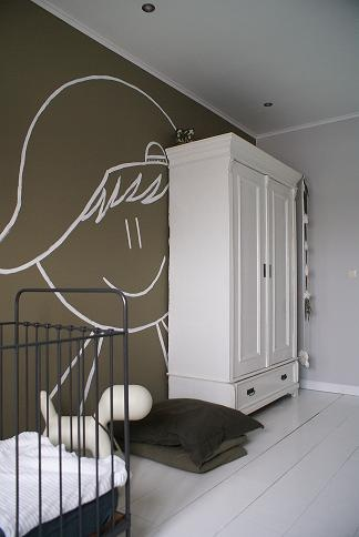 simple decor with bold graphic, a lovely way to decorate a baby's and child's room....