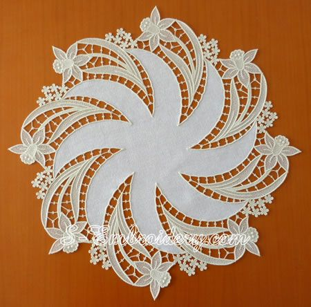 Daffodil free standing lace doily