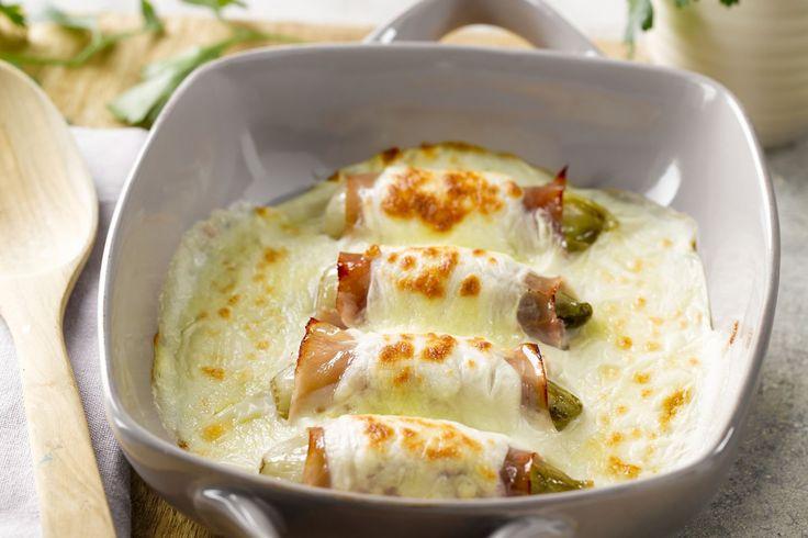 Vlaamse klassieker: witloof met kaas en hesp. Stiekem hopen wij snel op een lekker koude avond om deze topper nog eens te kunnen klaarmaken!