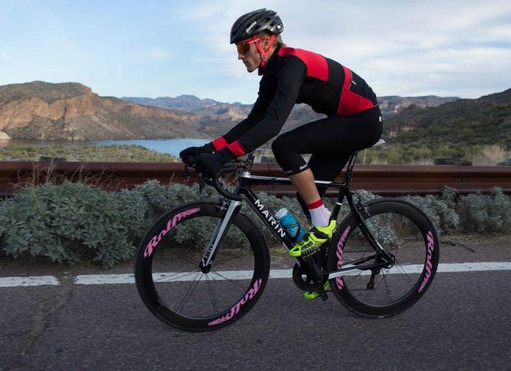 """Con l'inverno alle porte gli strati d'abbigliamento necessari a un #ciclista per mantenere il comfort durante l'allenamento cominciano ad aumentare. Per rispondere a questa esigenza, #Santini ha realizzato un'innovativa linea di abbigliamento, la Beta """"multi-weather"""".  http://www.mondociclismo.com/ciclismo-da-santini-la-nuova-linea-multi-weather-caratteristiche-foto-e-prezzi20151013.htm  #ciclismo #mondociclismo #mat"""