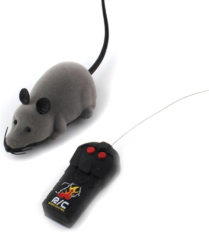 ТОП 10 необычных подарков: 2 место Радиоуправляемая мышка -http://ali.pub/wu3vf Сколько стоит: 240 Р Сколько будет ехать: до 56 дней  Что сказать, когда даришь: Штука, чтобы развлекать кота. Мышка быстро бегает от пары батареек, а еще ей можно управлять. Главное — вовремя отнять у кошки, чтобы не сломала. Если будет ломать, я подарю намордник.