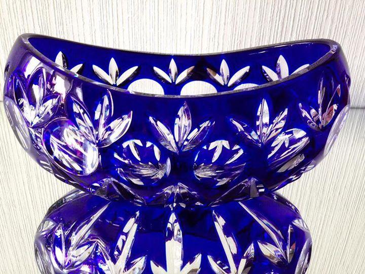 Конфетница, ваза, цветной хрусталь, Германия, 80 еигоды 20 в. Ваза, конфетница из накладного цветного хрусталя,известнейшей фирмы joska bodenmais ,Германия, 80-е годы 20 в. Цвет кобальт Состояние отличное, без сколов,трещин,следов реставрации. Хранилась в витрине. Длинна 21 см,ширина 12 см Цена 5000 руб подробнее