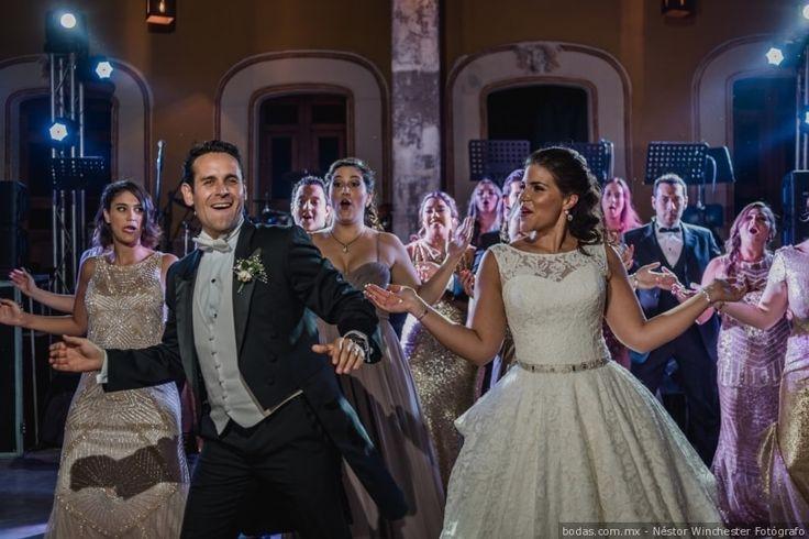 ¿Qué sería de una fiesta sin música? ¡Ni imaginarlo! denle ese toque retro a su boda con canciones que fueron un hit en su momento y que ahora son inolvidables.  #wedding #boda #músicaparabodas #playlist #cancionesparaboda