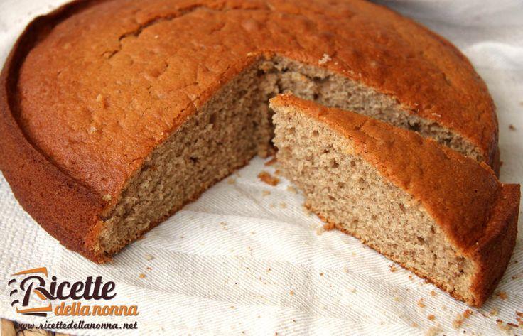 Semplice e soffice, questa torta profumerà l'aria della vostra cucina dell'inconfondibile profumo di cannella. E' una torta adatta per accompagnare un tè o ancora meglio da utilizzare per la colazione! Procedimento Sbattete i tuorli con lo zucchero sino a ottenere un impasto chiaro e spumoso. Aggiungete quindi, uno dopo l'altro tutti gli ingredienti: il latte, […]