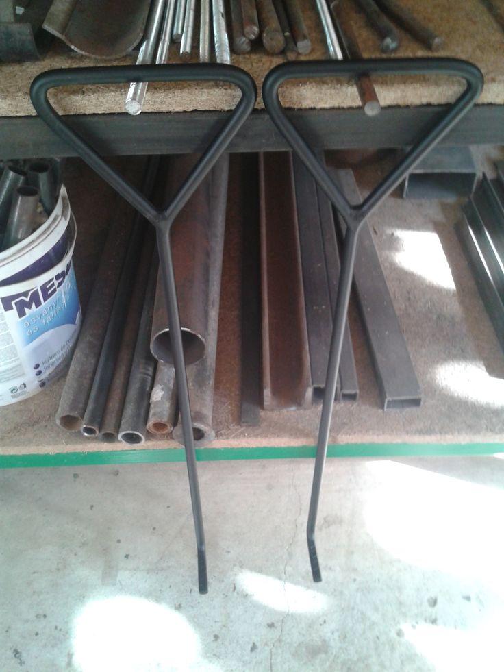 Moving hooks / Stěhovací háky. $25