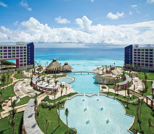 73 best Amazing Resort Pools images on Pinterest | Swimming pools ...