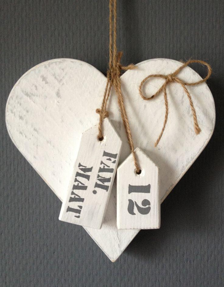 Geïnspireerd door Welke. Steigerhouten naambord hart voor aan de deur.