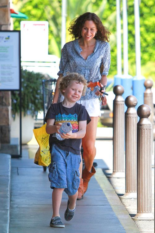 Minnie Driver & Henry: Happy Shoppers
