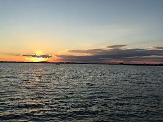Naiv prin România: Unic. Apus de soare în Delta Dunării (MfC 40)