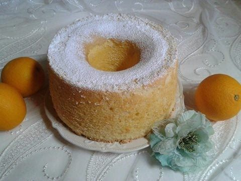 Ricetta Ciambella Americana,chiffon cake NGREDIENTI: 290 gr di farina 00 300 gr zucchero 190 ml acqua 6 uova medie 120 ml olio di semi buccia e succo di 1 arancia(limone) 1 bustina cremore di tartaro 1 bustina lievito per dolci 1 pizzico di salerecipe,Pineapple Chiffon Cake