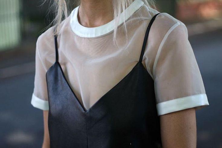 Blusa transparente + vestido de couro: leve com pesado! ------- Sheer blouse + leather dress.