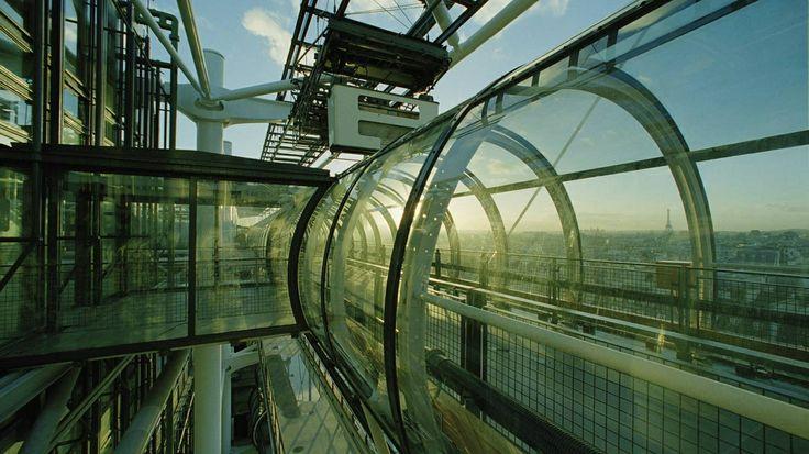 Bing Image Archive: La « Chenille », escalier mécanique du Centre Pompidou, Paris (© Nathalie Darbellay/Sygma/Corbis)(Bing France)