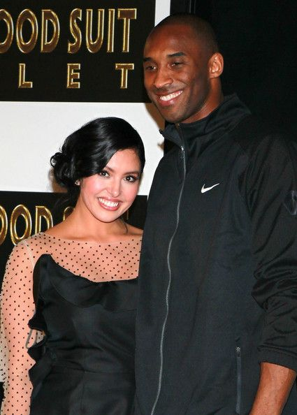 Kobe Bryant and Vanessa Bryant Photo - Kobe Bryant Hand And Footprint Ceremony At Grauman's Chinese Theater