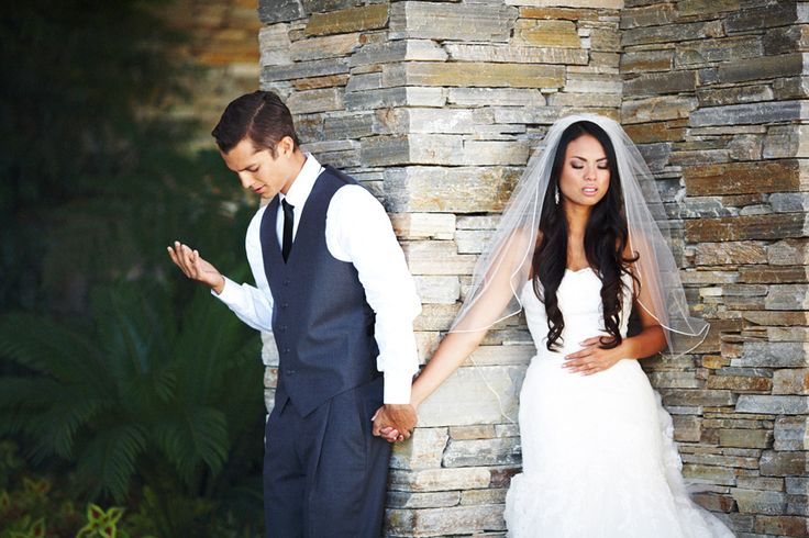They wanted to pray together before the ceremony but didn't want to see each other. Beautiful <3